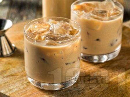 Коктейл Мъдслайд с водка, бейлис и кафеен ликьор Калуа - снимка на рецептата